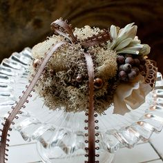 muguet mariage ガラスケーキスタンドのナチュラルリングピロー
