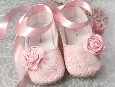 These are the cutest girly baby shoes! Baby Girl Shoes, Girls Shoes, Little Girl Shoes, Kind Photo, Mode Rose, Girly, I Believe In Pink, Shoe Gallery, Everything Pink