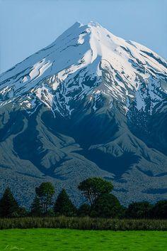 Mount Taranaki, New Zealand New Zealand Art, Visit New Zealand, Banff National Park, National Parks, Landscape Photos, Landscape Photography, Nz Art, Kiwiana, Mountain Paintings