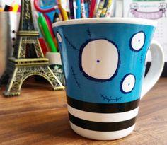 Um lindo e tímido sorriso passando na sua timeline. 😊❤ ⠀⠀⠀⠀⠀⠀⠀⠀⠀⠀⠀⠀⠀⠀⠀⠀ Amo canecas/copos e essa amiguinha, baseada na obra do Tim Burton, é a minha mais nova companheira de chá! ☕  São as pequenas e simples coisas que deixam seu dia mais alegre. 🎉🙏🎊 ⠀⠀⠀⠀⠀⠀⠀⠀⠀⠀⠀⠀⠀⠀⠀⠀⠀⠀⠀⠀⠀⠀⠀⠀⠀⠀⠀⠀⠀⠀⠀ Encontrandomeulugar.com #ouse #ouseservocê #ouseserdiferente  #saiadoquadrado #belezaéquestãodepontodevista