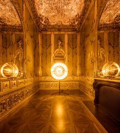 Contemporary Art Installation: 'Baroque Baroque' at the Winter Palace of Prince Eugene of Savoy by Olafur Eliasson. Land Art, Philippe Parreno, Studio Olafur Eliasson, Icelandic Artists, Mirror Words, Mirror Mirror, Winter Palace, Color Effect, Mirror With Lights