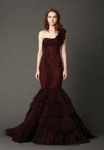 Vestidos de novia en tonos rojos | Preparar tu boda es facilisimo.com