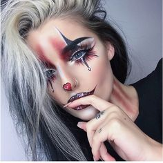 Are you looking for ideas for your Halloween make-up? Check this out for cute Halloween makeup looks. Maquillage Halloween Clown, Halloween Makeup Clown, Halloween Makeup Looks, Up Halloween, Halloween Customs, Cute Clown Makeup, Womens Clown Makeup, Make At Home Halloween Costumes, Jester Makeup