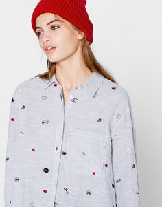 At PULL&BEAR discover Autumn/Winter 2016 blouses & shirts for the alternative woman. Checked, casual, boyfriend or cool shirts and red, floral or long blouses.