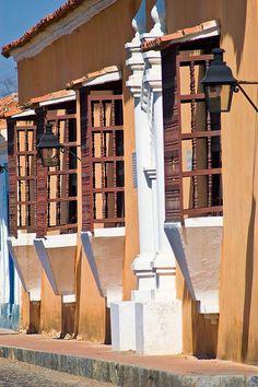 Fachada de casa colonial en la ciudad de Coro, Estado Falcón, Venezuela.