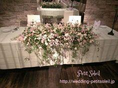 小花でエアリーなメインテーブル装花