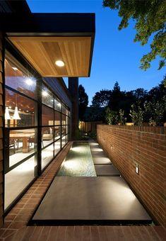 308 Mulberry von Robert M. Gurney Architekt in Lewes, USA Residential Architecture, Amazing Architecture, Art And Architecture, Contemporary Architecture, Exterior Design, Interior And Exterior, Modern Courtyard, Modern Interior Design, Beautiful Homes