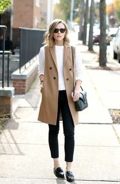 How To Rock Sleeveless Coats: Street Style Compilation 2019 Sleeveless Blazer Outfit, Blazer Outfits Casual, Sleeveless Jacket, Vest Outfits, Mode Outfits, Fall Outfits, Fashion Outfits, Long Vest Outfit, Formal Casual Outfits