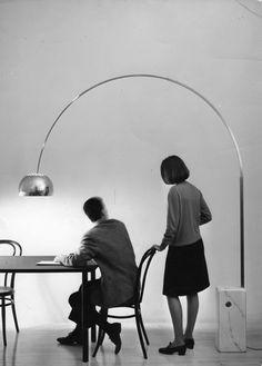 ARCO. Lampada da terra. 1962  Progetto: Achille e Pier Giacomo Castiglioni. 1962 Produzione: Flos.