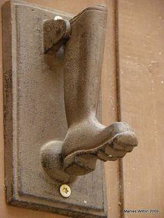 boot doorknocker>>this makes me want a shoe doorknocker!