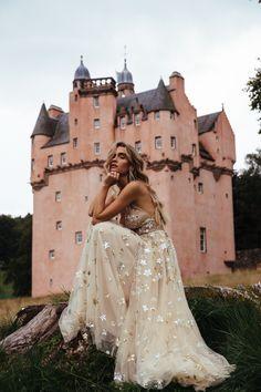 Craigievar Castle with Quigley Celestial Wedding, Princess Aesthetic, Prom Dresses, Wedding Dresses, Beautiful Gowns, Wedding Designs, Ball Gowns, Dream Wedding, Wedding Inspiration