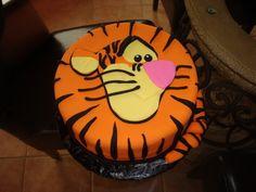 Tigger face cake