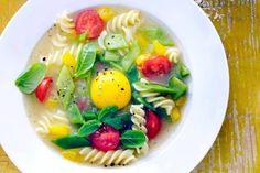 Kijk wat een lekker recept ik heb gevonden op Allerhande! Glutenvrije minestrone met ei en groenten