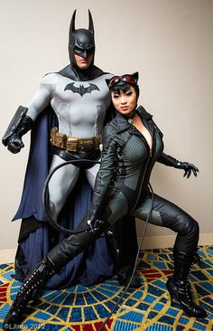 Characters: Batman (Bruce Wayne) & Catwoman (Selina Kyle) / From: Warner Bros. Interactive Entertainment's 'Batman: Arkham City' / Cosplayers: Unknown as Batman & Yaya Han as Catwoman Catwoman Cosplay, Dc Cosplay, Batman Et Catwoman, Batman Arkham City, Best Cosplay, Cosplay Girls, Batman Cat, Gotham City, Pokemon Cosplay