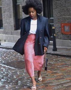 30 Work Outfits That Will Always Look Chic in the Office | Who What Wear UK Plus Size Street Style, Make Skinny Jeans, Slim Fit Skirts, Working Girl, Beige Suits, Weekend Dresses, Spring Work Outfits, Dressing, Vogue