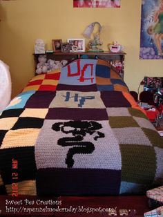 Crocheted Harry Potter Blanket- okay, so I'm  not THAT good at crocheting, but it's something to aspire to! :P
