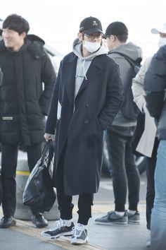 Incheon Airport to Dallas 160209 : Baekhyun (2/3)