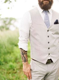 30 Grooms That Showed Off Their Tattoos | HappyWedd.com