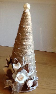 Christmas Holiday paper mache Cone Yarn Trees with berry, h Christmas Angel Crafts, Cone Christmas Trees, Felt Christmas Decorations, Christmas Centerpieces, Christmas Projects, Holiday Crafts, Christmas Holidays, Christmas Wreaths, Christmas Ornaments