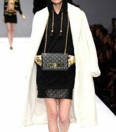 Moschino Borse autunno inverno 2014 2015  #moschino #borse #bags #purses #borsedonna #moda2014 #fashion #autunnoinverno #autumnwinter #autumnwinter2015 #autunnoinverno20142015