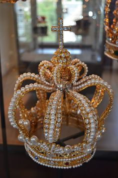 Diamond Museum, Amsterdam. The crown of the Queen of Bavaria, which was made for the then queen, Karoline of Baden and which contains huge pearls and large diamonds.
