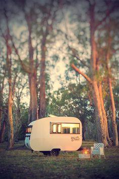 Myrtle & Mae - cute little caravan serving coffee & light refreshments in S. Tiny trailer - Vintage campers - Travel caravan <O> Little Campers, Cool Campers, Retro Campers, Vintage Campers, Tiny Camper, Camper Van, Camper Life, Kombi Trailer, Trailer Park