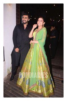 Diwali Arjun Kapoor, Sonakshi Sinha, Parineeti Chopra jazz up Aamir Khan's bash Indian Celebrities, Bollywood Celebrities, Bollywood Fashion, Bollywood Actress, Indian Wedding Outfits, Pakistani Outfits, Indian Outfits, Wedding Dresses, Simple Lehenga