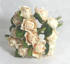 Roselline in carta per decorazioni. 12 rose diam.2 cm circa color rosa-avorio. Per confezionare Bomboniere Prima Comunione, Cresima e matrimonio.