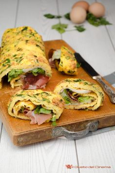 Rotolo di frittata al forno ripieno di speck, lattuga e scamorza Egg Recipes, Wine Recipes, Snack Recipes, Best Italian Recipes, Favorite Recipes, Italian Foods, Quiches, Omelettes, Crepes