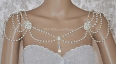 Hey, diesen tollen Etsy-Artikel fand ich bei https://www.etsy.com/de/listing/221152889/swarovski-necklaceback-necklaceshoulder