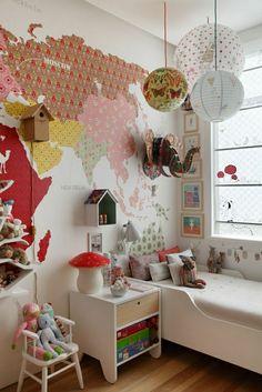 Mit Kreativität, dem richtigen Werkzeug und verschiedenen Muster Tapeten lässt sich jedes Kinderzimmer verwandeln