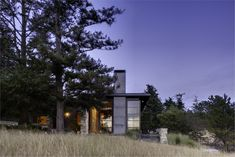 When Prentiss Balance Wickline Architects was asked to design a vacation home on the San Juan Islands of Washington state, the Classic House Design, Modern House Design, San Juan Islands, House Roof, House 2, Modern Exterior, Architect Design, Sustainable Design, Contemporary Architecture