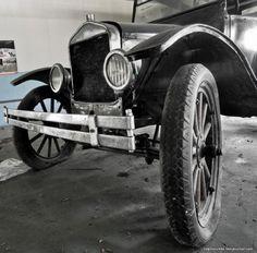 Abandoned car museum in Japan | AngryBoar.com