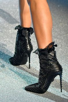 45 booties that look fantastic sexy boots, sexy heels, shoes heels, High Heels Boots, Sexy Boots, Sexy Heels, Heeled Boots, Bootie Boots, Shoes Heels, Look Fashion, Fashion Shoes, Retro Fashion