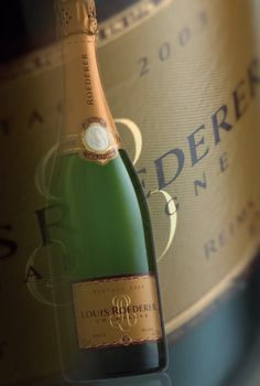 To satisfy the taste of the Tsar to have his bottles of Champagne appear with greater distinction, a special bottle was designed Vintage Champagne, Champagne Bottles, Champagne Glasses, Champagne Flutes, Champagne Roederer, Wine List, Sparkling Wine, Thats The Way, How To Memorize Things