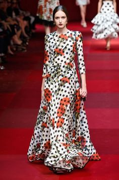 Pin for Later  The Most Gorgeous Gowns From Fashion Weeks Around the World  Dolce   Gabbana Spring 2015 240f58bfa3