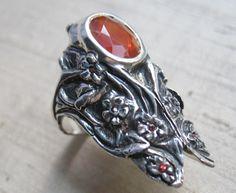 Ópalo de fuego y zafiros naranja en anillo de cigarra Sterling - flores de LuraJewelry en Etsy https://www.etsy.com/es/listing/154497736/opalo-de-fuego-y-zafiros-naranja-en