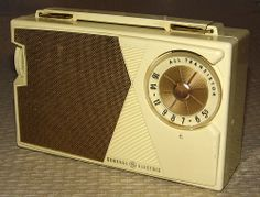 Vintage General Electric AM Transistor Radio, Model 808C, 5 Transistors, Pull-Up Handle, Made In USA, Circa 1961.