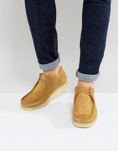 Get this Clarks Originals's shoes with laces now! Click for more details. Worldwide shipping. Clarks Originals Wallabee Suede Shoes - Beige: Shoes by Clarks Originals, Suede upper, Lace-up fastening, Square toe, Classic Wallabee design, Textured tread, Treat with a suede protector, 100% Suede Upper. Reviving and replicating footwear legends, Clarks Originals laid-back shoes and boots look to authenticity and individuality. Desert boots, wallabee shoes and hiking boots take on Clarks…