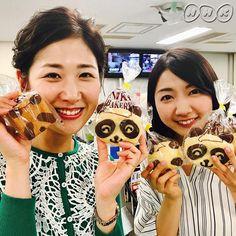 桑子&保里です!パンダのパンと並ぶと私たちもパンダに見える…? 今月19日から #東京 #上野動物園で #一般公開 されるジャイアント #パンダ の赤ちゃん「 #シャンシャン 」。6日から #電話やインターネットで抽選の申し込みを受け付け 、来年1月末までは #1日に最大2000人程度が観覧できます が、 #時間は1分から2分程度になる見込み だということです。 #桑子真帆 #保里小百合 #nw9 #nhk #ニュースウオッチ9