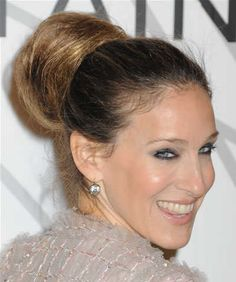 sarah-jessica-parker-high-updo-bun-hairstyle-chanel-party-08