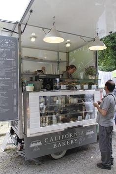 I could so do this, have my very own cupcake cart. Orticola 2011 by California Bakery, via Flickr: