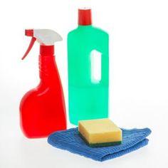 produit nettoyant multi-usages: Râper un petit savon de Marseille puis le mettre dans un petit peu d'eau chaude pour le faire fondre. Une fois ce mélange refroidi, ajoutez-y le jus d'un citron, un verre de vinaigre de cidre, un flacon d'huile essentielle d'Eucalyptus. Enfin, ajouter 4 litres d'eau et mélanger le tout.