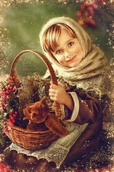 Photo art by Russian photographer Karina Kiel Vintage Christmas Cards, Christmas Images, Kids Christmas, Merry Christmas, Vintage Pictures, Vintage Images, Vogel Gif, Beautiful Children, Vintage Children
