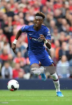 News Photo : Tammy Abraham of Chelsea runs with the ball. Chelsea Logo, Fc Chelsea, Chelsea Football, Chelsea Fc Players, Tammy Abraham, Famous Sports, Nike Wallpaper, Soccer World, English Premier League