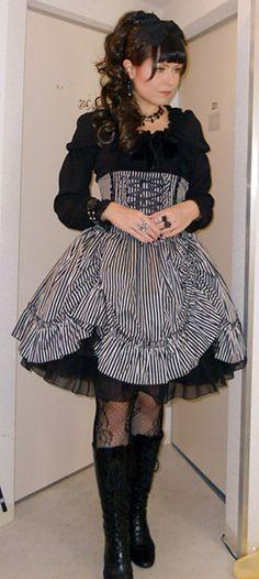Love the skirt. #gothic #lolita