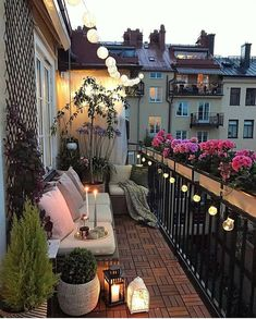 We love it when people create an outdoor living room in the smallest spaces and this one is beautiful don't you agree? #outdoorliving #outdoorlivingrooms