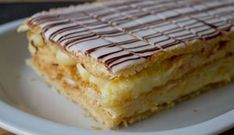The mille-feuille is a traditional French pastry that can be found in any bakery in France. What is the mille-feuille and how is it decorated? Chocolate Line, Chocolate Fondant, Thermomix Desserts, French Pastries, Bakery, Deserts, Food And Drink, Cream, Cooking