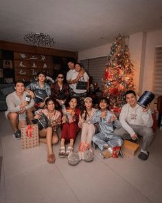 Christmas 2019, Christmas Tree, Star Magic, Daniel Padilla, Kathryn Bernardo, Screen Wallpaper, Love Birds, Squad, Dj