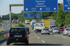 Бундестаг принял закон о расширении финансирования немецких дорог пользователями и грузоперевозчиками, что подразумевает введения дополнительных сборов на дорожную инфраструктуру.